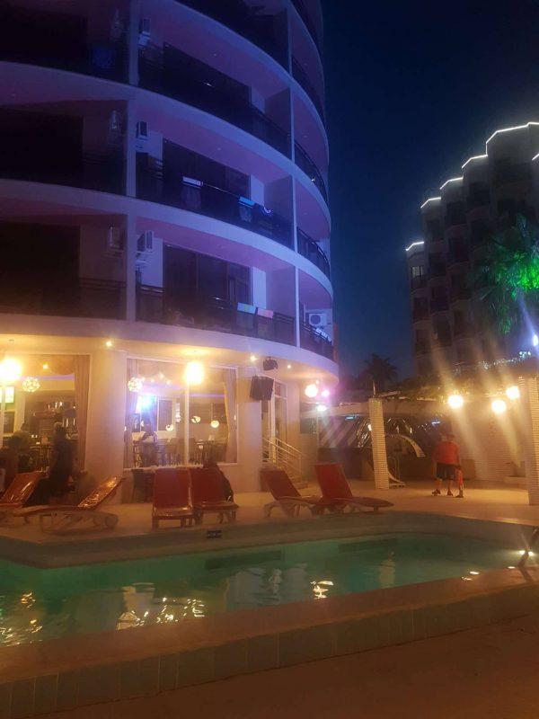 orion otel havuz başı